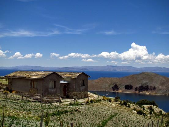 Sur le sentier des Incas de l'Isla del Sol.